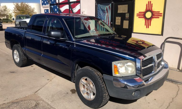 2005 Dodge Dakota 4-Door Quad Cab SLT